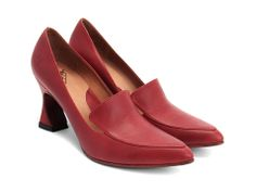 [Davis (Red)] Hello lovely shoe. If your red is a good one, you might be my next pair. Yes.