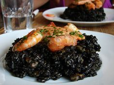 Arroz negro (Rice with squid ink) Spanish Cuisine, Spanish Food, Spanish Recipes, Cooks Illustrated Recipes, Paella Pan, The Fresh, Tapas, Main Dishes, Seafood