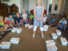 Verrassingsdoosjesdag | KleuterKlasse Busy Boxes, Circuit, Preschool, Unicorns, Hush Hush, Kid Garden, A Unicorn, Kindergarten, Preschools
