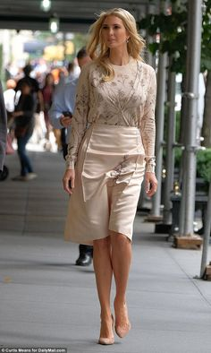 In this gallery, with 30 Best Ivanka Trump Style, we have listed great casual and classy looks that you can use in everyday and office environments. Ivanka Marie Trump, Ivanka Trump Photos, Ivanka Trump Style, Vanessa Trump, Trump Models, Hollywood Actress Photos, First Lady Melania Trump, Vogue Fashion, How To Look Classy