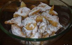Hozzávalók: 10 dkg vaj 40 dkg liszt + a nyújtáshoz 10 dkg cukor 1 csomag… Edible Flowers, Cake Cookies, Feta, Potato Salad, Dairy, Sweets, Cheese, Baking, Fruit