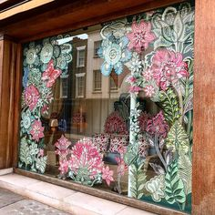 Commissioned for Chelsea Flower Show and Belgravia in Bloom, artist has created a botanical window display inspired… Spring Window Display, Christmas Window Display, Store Window Displays, Flower Mural, Flower Window, Window Mural, Mural Wall, Wall Art, Windows