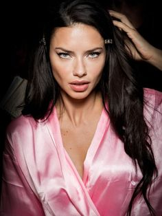 Adriana Lima will be walking her Victoria's Secret Fashion Show tonight. See her incredible beauty evolution from 1999 to 2016 Modelos Victoria Secret, Adriana Lima Victoria Secret, Victoria Secret Angels, Victorias Secret Models, Victoria Secret Fashion Show, Adriana Lima Face, Salvador, Victoria's Secret, Brazilian Women