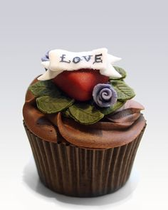 If you happen to have a very.hip mother,  Glucose in the Blood's Edible 'Tattoo' cupcakes would be mighty sweet!