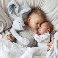 Newborn Shoot, Baby Outfits Newborn, Newborn Pictures, Baby Pictures, Couple Pictures, Baby Shooting, Foto Baby, Sibling Poses, Siblings