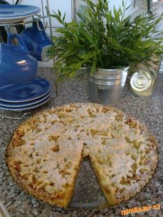 KŘEHKÝ JABLEČNÝ KOLÁČ Czech Recipes, Pavlova, Something Sweet, Sweet Recipes, French Toast, Apple, Bread, Cheese, Baking