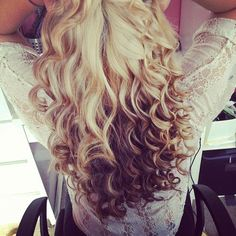blonde brown long curly hairstyle
