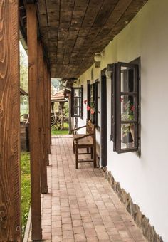 Terény (forrás: Kirándulásaim) Outside Patio, Outside Living, Cottage Interiors, Cottage Homes, House With Porch, Cozy House, Small Country Homes, Cool Landscapes, Spanish Style