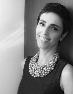 Uma das melhores jornalistas de moda do Brasil dá suas opiniões sobre o assunto: http://cicacarvello.com.br/lilian-pacce-e-o-poder-da-moda/