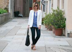 fashion blogger, blazer blanc, veste blanche, jeans paige denim, blouse isabel marant, blouse artisanale isabel marant, cabas en cuir, tote bag en cuir, sac madewell, blog mode, blog mode tendance, blog mode nice, sandales clarks