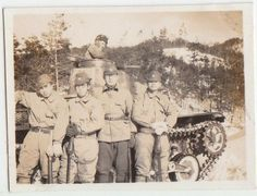 11-71 WWII ORG JAPANESE PHOTO / Army Tank Soldiers with Sword by Tank