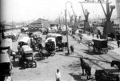 Puerto de Buenos Aires, DARSENA SUR. c.1915- Todo tipo de transportes: carros, primeros camiones. Cortesía:  Fundacion HISTARMAR, Buenos Aires (Argentina)
