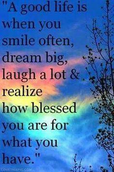 Uma vida boa é quando tu sorris frequentemente, sonhas em grande, ris muito e percebes o quão abençoado és por teres o que tens.