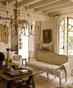 Love and want the gorgeous over-sized chandelier!! I must have!