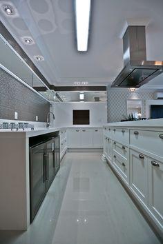 Apartamento com decoração clássica, neutra e sofisticada! Confira ideias bacanas!