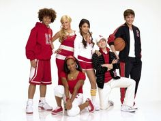 The cast of High School Musical is reuniting!