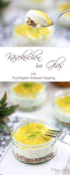 Sommerlicher Käsekuchen im Glas mit fruchtigem Ananas-Topping - Rezept für no bake Cheesecake im Glas mit Ananas und Limette #käsekuchen #käsekuchenimglas #cheesecake