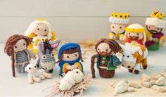 Gehäkelte Krippe mit Jesuskind, Maria, Joseph, den Hirten und den heiligen drei Königen