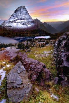 Glacier National Park, Montana @Jennifer Blevins omg why didnt we go here when we were on our roadtrip. We were in Montana for like 5 minutes! hahah
