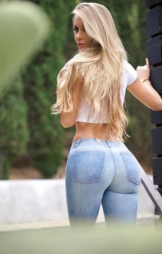 Shared by Amanda Lee - Fitness Model Amanda Lee, Hot Girls, Smart Girls, Sexy Jeans, Ripped Jeans, Denim Jeans, Jean Sexy, Sexy Women, Femmes Les Plus Sexy