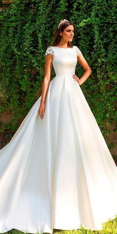 Wonderful Perfect Wedding Dress For The Bride Ideas. Ineffable Perfect Wedding Dress For The Bride Ideas. Best Prom Dress Stores, Best Prom Dresses, Ball Dresses, Nice Dresses, Ball Gowns, Disney Wedding Dresses, Princess Wedding Dresses, Modest Wedding Dresses, Bridal Dresses