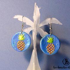 Boucles d'oreilles: ananas dorés sur fond bleu