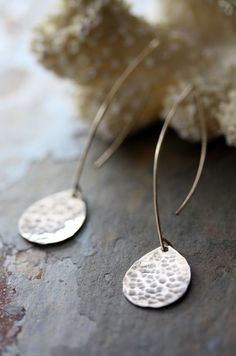 everyone should have a simple hanging earrings :) #accessory #jewelry #earring