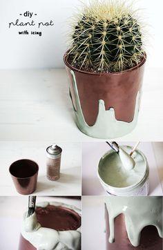 DIY Blumentopf Pflanztopf mit Kupfer und Glasur gestalten | Neues Zuhause für den Kaktus | Sukkulenten | Topf verschönern | Upcycling | Icing | Mint | witzig | basteln | Deko | Geschenk | Urban Jungle Bloggers | plant pot for your cactus with copper paint and green icing | painting | Do it yourself mit Pflanzen | plants | crafting | Farbe | paint | colourful | succulents | selbstgemacht | Anleitung | Tutorial | Idee | idea | kreativ | creative | Balkon | Garten | Wohnzimmer | Kreidefarbe…