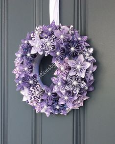 This breathtaking Origami Flower Wreath would be a stand out on your front door (as long as it is covered)! Rolled Paper Flowers, Paper Flower Wreaths, Paper Flowers Diy, Flower Crafts, Purple Christmas Tree Decorations, Paper Quilling For Beginners, Paper Flower Centerpieces, Purple Wreath, Origami Flowers