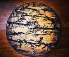 Lichtenberg fractal burned custom clock! Wood Burning Crafts, Wood Burning Patterns, Wood Burning Art, Wood Crafts, Wood Pallet Furniture, Wood Pallets, Burning Wood With Electricity, Diy Resin Table, Light Wood Texture