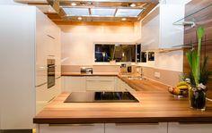 Detached house with double garage: modern kitchen of Hauptvogel & Schütt planning group - Kitchen Interior, Modern Interior, Küchen Design, House Design, Design Ideas, Garage Double, Sala Grande, Teen Room Decor, Cuisines Design