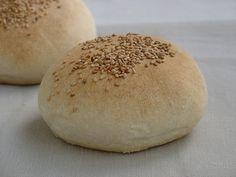 Panecillos de pan blanco con poolish de yogur