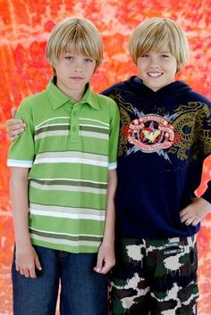 "Proof there is such a thing as an ""evil twin"" too bad for Dylan Evil is sexy or maybe he wouldn't be known as the uglier twin Cute 13 Year Old Boys, Cool Kids, Cute Girls, Sprouse Bros, Dylan Sprouse, Zack Y Cody, Cole Sprouse Jughead, Dylan And Cole, Kid N Teenagers"