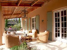Pour un instant de farniente au soleil ou pour apprécier une vue magnifique, les pros de la déco ont agencé leur terrasse avec goût. A vos chaises longues !