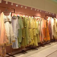 Boutique Store Displays, Clothing Store Displays, Clothing Store Design, Showroom Interior Design, Boutique Interior Design, Retail Interior, Clothing Boutique Interior, Store Layout, Sleeves Designs For Dresses