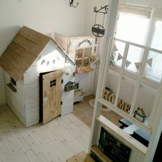 Small Space Kid's Playroom Ideas You Need to Check Out - mybabydoo Kid Spaces, Small Spaces, Space Kids, Kids Play Area Indoor, Small Playroom, Playroom Ideas, Sister Room, Kids Play Kitchen, Comfortable Pillows