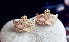 Cute mask earrings with little stones €6.95