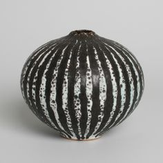 Peter Fraser Beard - bulbshaped vase with wax resist stripes | Capriolus Collectable Ceramics