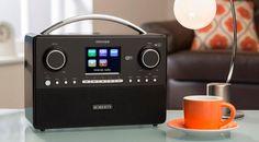 Das Roberts Radio Stream 93i präsentiert sich als modernste Interpretation eines kompakten Radios nunmehr in Klavierlack Schwarz und Klavierlack Weiss.