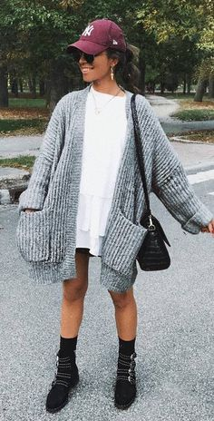 Cool Fall Outfit Idea Hat Plus Knit Cardigan Plus Long T Shirt Plus Bag Plus Boots - Fashion Design Fall Outfits For Work, Outfits With Hats, Spring Outfits, Winter Outfits, Casual Outfits, Cute Outfits, Fall Fashion Trends, Autumn Fashion, Girl Fashion