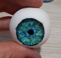 Hi everyone. I studied for 3 months this tecnique and I'd like to share this way to get a realistic iris eye in sugarpaste dolls or figures. I pic a piece of White sugarpaste for modeling. I draw a circle with black colour. I begin with a very...