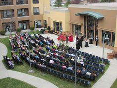 Courtyard Fargo Moorhead Outdoor Wedding Ceremony