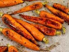 Morcovi la cuptor Romanian Food, Raw Vegan, Broccoli, Goodies, Cooking Recipes, Vegetables, Wings, Roasted Carrots, Dishes