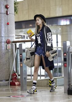 Korean airport fashion Korean fashion model song hae na with #suecomma_bonnie #skye #wannabk