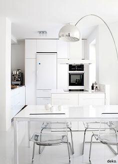 cocina moderna, muebles lacados en blanco