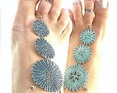 Wende-Fußschmuck / -Barfuß-Sandale hand gestrickt aus graphit- und türkis-farbenem Kupferdraht