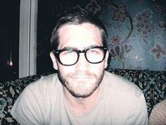 Jake Gyllenhaal..looking so nerdy I love it.