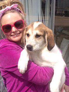 Miranda Lambert Rescues Dog from Side of the Highway | Miranda Lambert