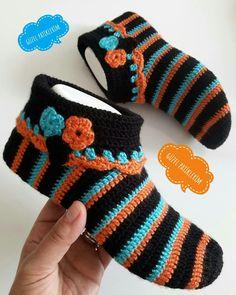 My contact . Crochet Slipper Boots, Crochet Slipper Pattern, Crochet Beanie Pattern, Knitted Slippers, Crochet Slippers, Chevron Crochet Patterns, Crochet Ripple, Crochet Crafts, Knitting Socks