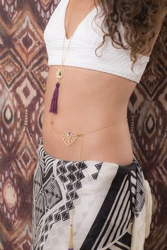 Gold belly necklace chain with moonstone, turquoise or amethyst- Sexy, beautiful and fresh, this uniquely designed belly chain will spark up you summer look ! Wear with your bikini or over a dress. This belly chain also features a beaded chain tassel at the ending for some extra spark …  ↠Material: Made of 18k gold plated over brass. Nickel free ✔  Adjustable belly chain- fits most sizes. Total chain length 38 / 96.5 cm  Inspired by traditional mendi designs, and set with a 6mm square st...